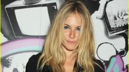 Sienna Miller: Τι έκανε στο διαμέρισμα του Jude Law??