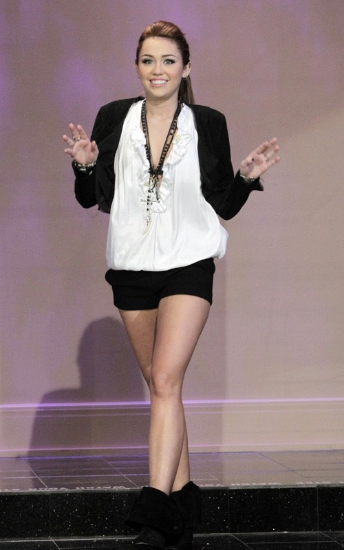 miley-cyrus-late-032510-6