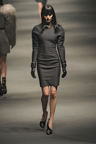 Lanvin-FALL-RTW-2010-PODIUM-002_runway
