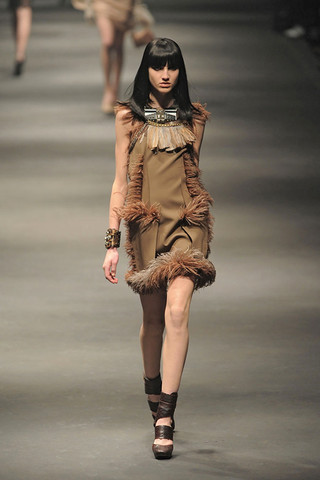 Lanvin-FALL-RTW-2010-PODIUM-036_runway