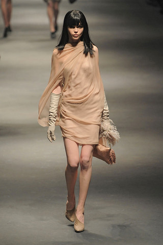 Lanvin-FALL-RTW-2010-PODIUM-037_runway
