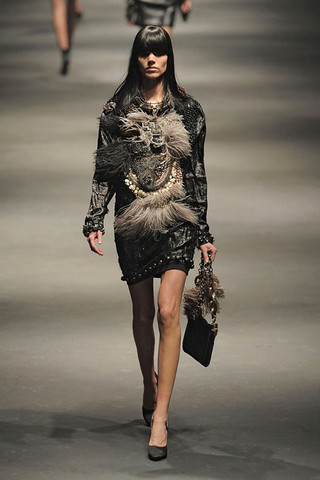 Lanvin-FALL-RTW-2010-PODIUM-048_runway