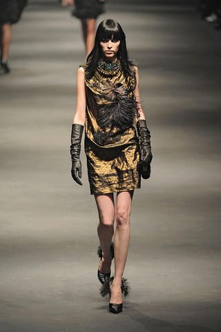 Lanvin-FALL-RTW-2010-PODIUM-050_runway