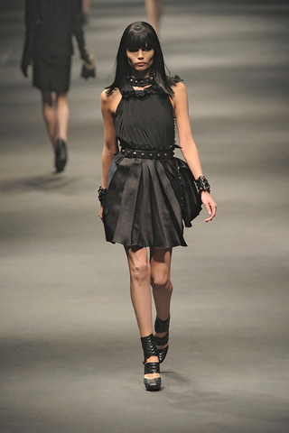 Lanvin-FALL-RTW-2010-PODIUM-006_runway