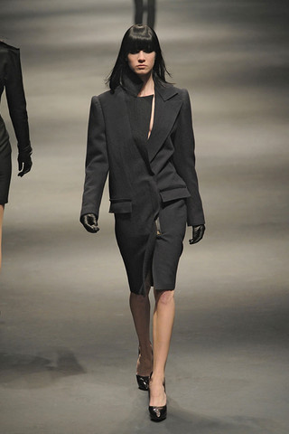Lanvin-FALL-RTW-2010-PODIUM-008_runway