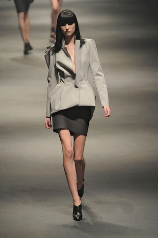 Lanvin-FALL-RTW-2010-PODIUM-011_runway