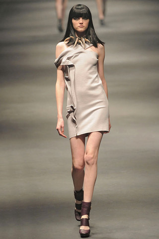 Lanvin-FALL-RTW-2010-PODIUM-012_runway
