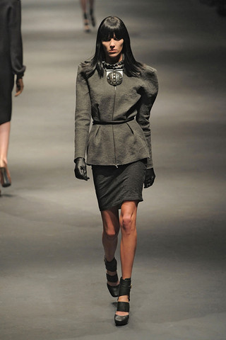 Lanvin-FALL-RTW-2010-PODIUM-017_runway