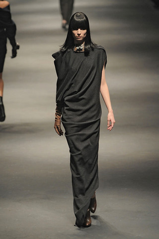 Lanvin-FALL-RTW-2010-PODIUM-021_runway