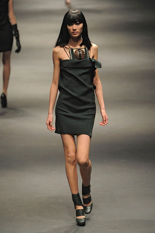 Lanvin-FALL-RTW-2010-PODIUM-025_runway