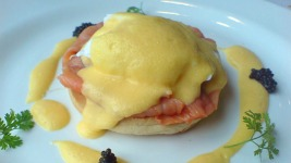 Άκης Πετρετζίκης: Εύκολο πρωινό με αυγά ποσέ..