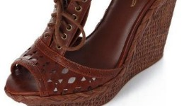 Bershka: Τα νέα παπούτσια για το καλοκαίρι 2011…