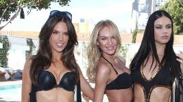 Victoria's Secret: Οι άγγελοι προωθούν τα μαγιό για το 2011..