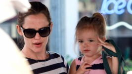 06-26-11 Brentwood, CAActress Jennifer Garner and daughter Violet and Seraphina out shopping at the Farmer's Market in Brentwood, CA. Jennifer and Seraphina's shirt and dress matched...how cute.....Non-Exclusive Pix by Flynet ©2011818-307-4813  Nicolas