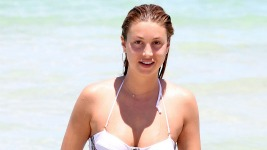 Whitney Port: Με μαγιό σε παραλία του Miami..