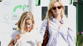 reese-witherspoon-07122011-5