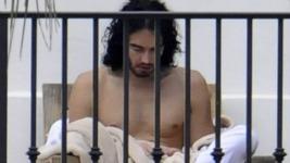 russell-brand-meditate-shirtless-01