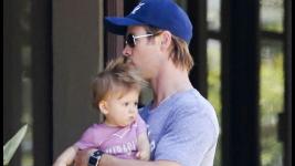 Chris Hemsworth: Βόλτα στα μαγαζιά με τη γυναίκα του και την κόρη του