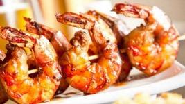 Μία υπέροχη ιδέα για ένα υγιεινό βραδινό: Γαρίδες στο γκριλ με κους κους!