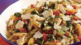 Πένες με λαχανικά από τον Άκη Πετρετζίκη!