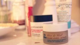 Η lifestyle blogger Emily μας λέει τι κάνει για να μην ξεχνάει ποτέ να ξεβαφτεί!