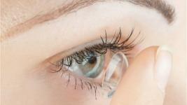 5 tips ομορφιάς για όσες φοράνε φακούς επαφής!