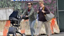 Olivia Wilde: Βόλτα με τον ενός μηνός γιο της Otis!