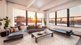 Το υπέροχο loft της Anne Hathaway με θέα το Μανχάταν και τη γέφυρα του Μπρούκλιν! (δεςν φωτό)