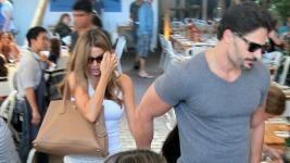 Η Sofia Vergara χεράκι χεράκι με τον αγαπημένη της σε ρομαντικό δείπνο στο Miami