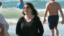 Έτσι είναι στα 46 της χρόνια μία από τις πιο hot πρωταγωνίστριες του Baywatch!