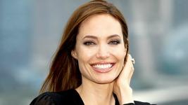 """Αυτή είναι η """"περίεργη"""" δίαιτα που κάνει η Angelina Jolie"""