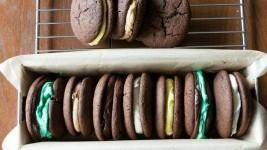 Μαλακά μπισκότα με γέμιση από τον Άκη Πετρετζίκη!