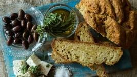 Φτιάξτε ψωμί με τη συνταγή του Άκη Πετρετζίκη!
