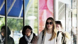 Μαριέττα Χρουσαλά: Βόλτα στη Γλυφάδα με την κόρη της!
