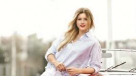 Κωνσταντίνα Κομματά: Φόρεσε το Τέλειο Σύνολο για Σινεμά!